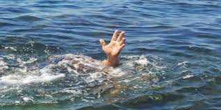 ऐसा क्यों होता हैं जिन्दा व्यक्ति पानी में डूब जाता है, लेकिन उसका शव तैरता रहता है | GK IN HINDI