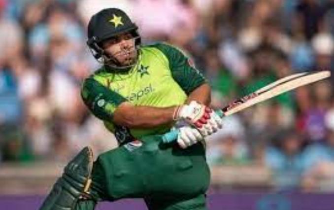 पाकिस्तान के 110 किलो वजनी बल्लेबाज के सिर में लगी गेंद, सीधा पहुंचा अस्पताल